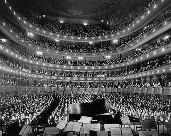 The former Metropolitan Opera House (39th St) in New York City, 1937