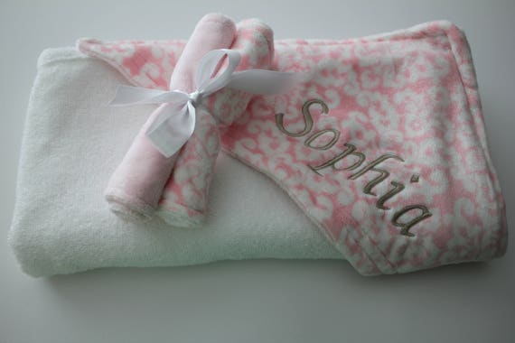 Items similar to pink and white damask minky hooded towel - Baby spa barcelona ...