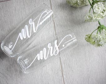 Personalized Champagne Flutes / Champagne Glasses / Wedding Flutes / Mr and Mrs Champagne / Bridesmaid Gift Idea /Bridesmaid Champagne Flute