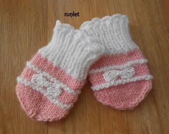 mittens baby birth flower alone