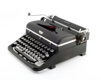 Black Royal Quiet De Luxe Manual Typewriter - Reconditioned and Working Vintage Typewriter - Elite Typeface - Very Good Condition Typewriter