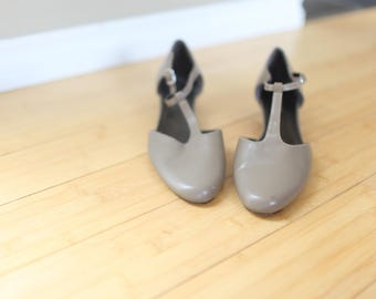 vintage taupe leather mary jane t strap shoes womens 8 1/2