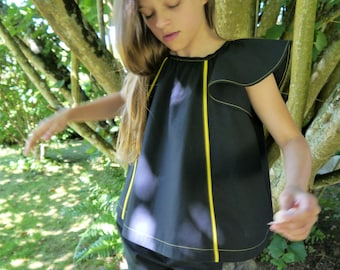Pretty short cropped A-line top with butterfly sleeves 10/12Y