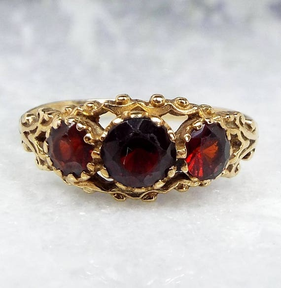 Vintage 1994 9ct Yellow Gold Ornate Victorian Style Garnet Trilogy Ring / Size Q