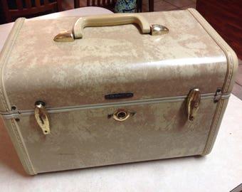 Vintage Samsonite train case luggage makeup case tan cream style 4512, vintage Samsonite train case luggage, train case, Samsonite, cream