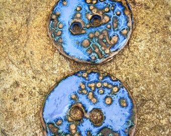 2 Ceramic Buttons in Mottled Blue