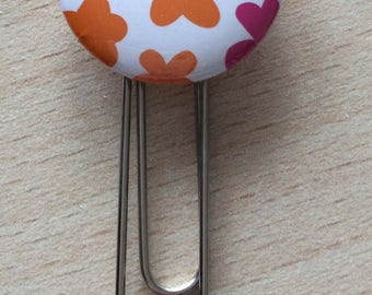 Bookmark / paperclip: hearts and flowers