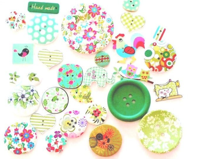 FREE SHIPPING Australia ONLY 25 Assorted Mixed Buttons in Various shades of Green