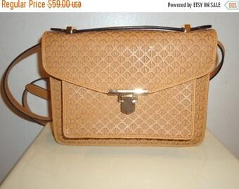 50% OFF Beautiful Vintage Must See Crossbody/Shoulder Bag