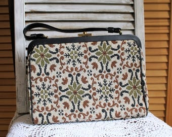 Vintage. Brown/white/green/tapestry/needlepoint/carpet/handbag/purse/bag. Town & Country Shoes. 1950s. Cute bag!