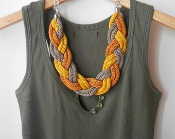 Knitted braid necklace yellow gold and bronze