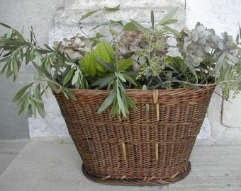 French Antique Oval Flower Basket. Dating from around 1900 Market or Harvest Basket. Alsace-Black Forest region. Very good antique contion!
