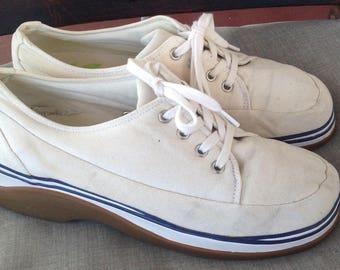 Clark's vintage white canvas sneakers Size 8 medium