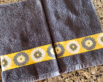 Kitchen Hand Towel, Guest Bathroom Decor, Bathroom Hand Towel, Decorated Hand Towel, Bathroom Towel, Dish Towel, Yellow Hand Towel,