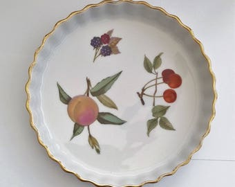 Royal Worcester Evesham quiche dish with gold trim flan dish