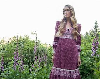 Summer SALE 70s GUNNE SAX Dress / Calico Prairie Dress / Maroon Floral Cotton Corset Dress / Lace Boho Dress / Hippie Dress / Summer Festiva