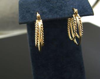 a1086 Vintage Beautiful 14k Yellow Gold Triple Hoop Pierced Earrings