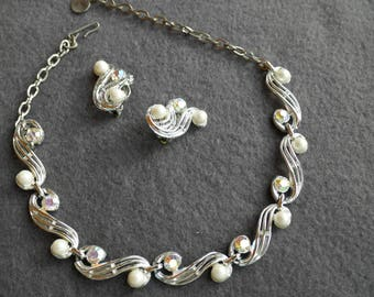 "Rhinestone and ""Pearl"" linked Necklace and earrings"
