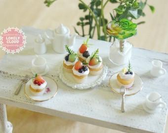 Miniature Fruit Cupcakes (6 Pieces)