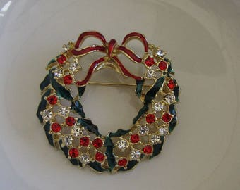 Christmas Wreath Brooch Gold Toned and Enamel Ribbons Vintage Women's Holiday Jewelry and Accessories