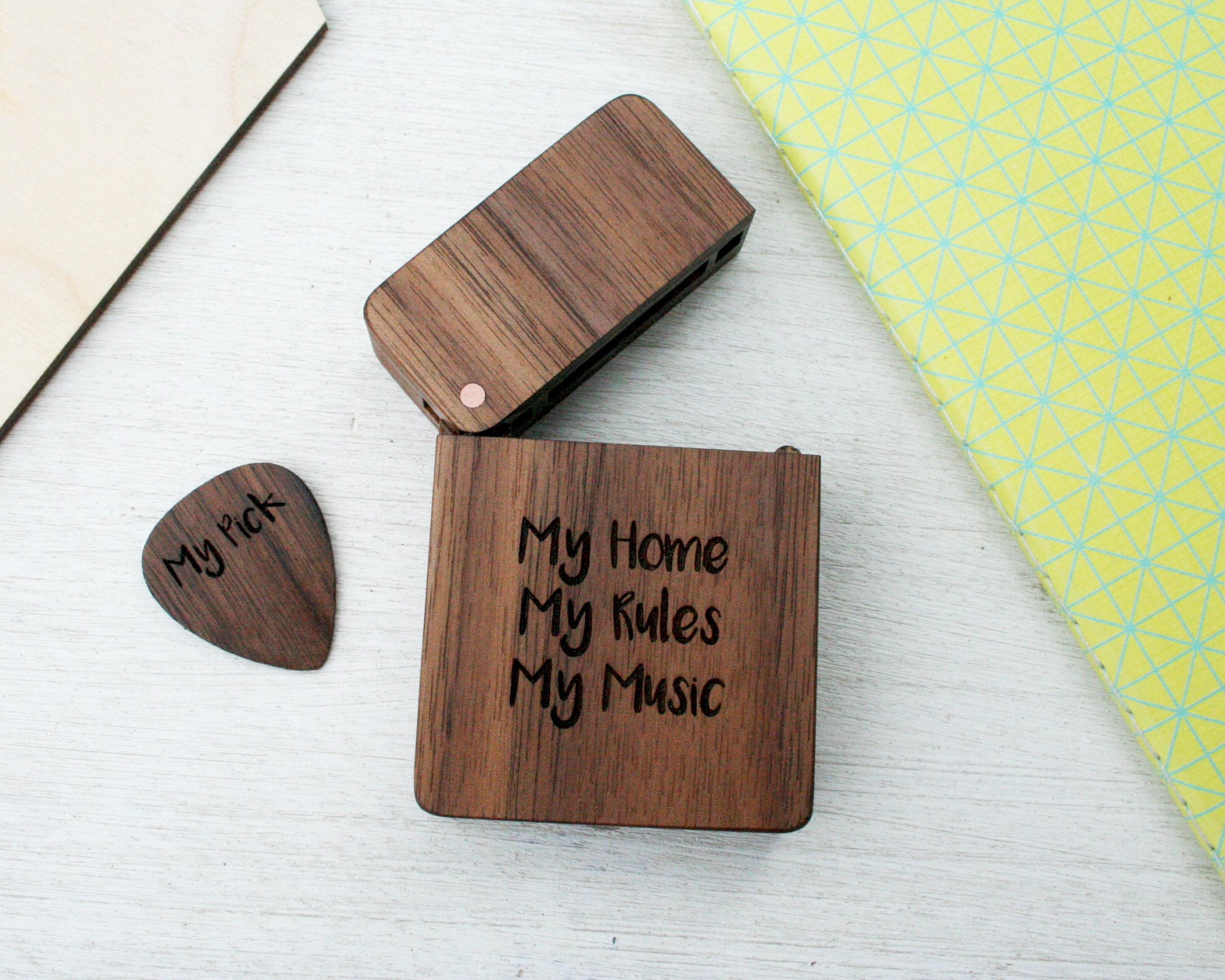 personalised guitar pick box set engraved guitar plectrum. Black Bedroom Furniture Sets. Home Design Ideas