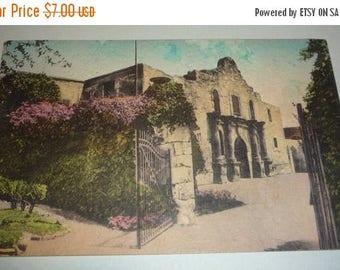 ON SALE Hand-Colored Picture of the ALAMO, San Antonio, Texas Vintage Postcard