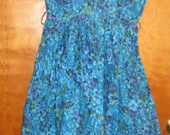 Vintage Shades of Blue Flower Pattern Dress with partial zipper on side. 1960s