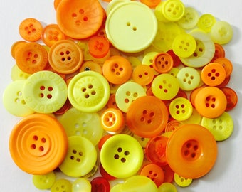 Mix of 100 buttons of various sizes (Ref.030316.1)
