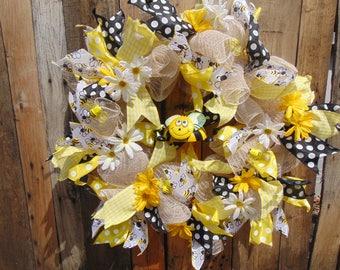 deco mesh bee, summer wreath