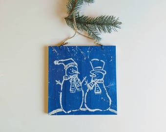 Christmas tree ornament, hand painted snowman on wooden plaque with yute string, holiday decorations, winter scene, holiday mantel decor