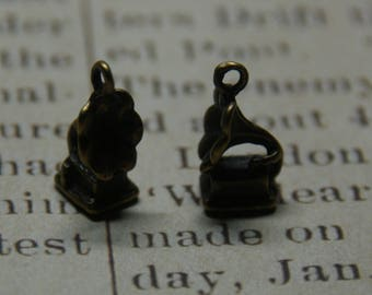 2 charms 17x9mm bronze gramophone