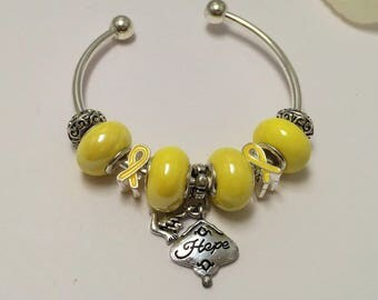 Bracelet charm's hard, yellow, ref 613 Ribbon collection