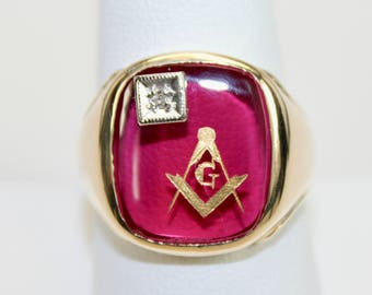 Vintage Mens Ring 10K Yellow Gold Masons Masonic Emblem Synthetic Ruby Diamond Size 9.25  c1940s
