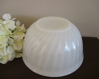 Vintage Fire King White Swirl Mixing Bowl 9 inch