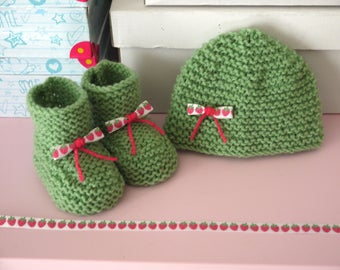 Set Green Ribbon hand made knitted baby Hat 0/3 month baby booties strawberries