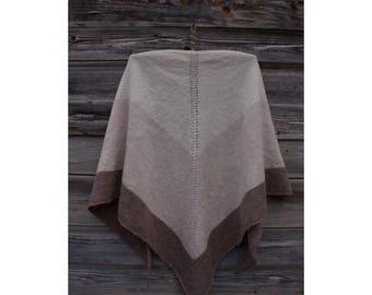 Triangle Shawl of Lambswool Merino, Bactus, Women's/Men's Accessory, Natural Thread, Winter Scarf, Warm Shawl and Soft, Triangular
