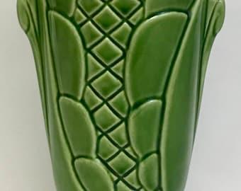 Gorgeous Shawnee Pottery Vase (OTH10245)