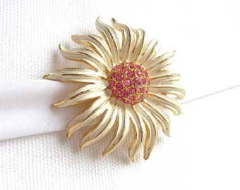 WEISS Beautiful Pink Rhinestone and Ivory Enamel Daisy Flower Brooch on Gold Tone Metal Domed Base - Estate Jewelry - Designer Signed