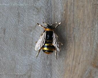Bumblebee - bee enamel brooch