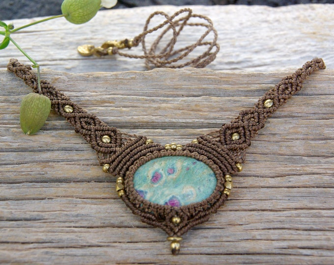 Macrame Necklace, with precious FUCHSITE with RUBÍ, fairy necklace, goddess jewelry, nickel free, talisman yoga, amulet stone, yoga talisman