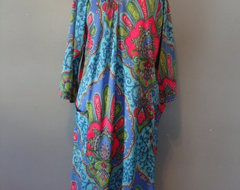 Vintage Psychedelic Dress 60's Kaftan Style Flowy Pockets Boho Hippie Bohemian 1960's Bright Colorful 3/4 Sleeves A-line Floral Scroll Retro