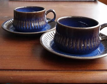 Swedish mid century: pair of large cups + saucers by VGN Gefle Sweden, model Kosmos F536. Design Berit Ternell. Scandinavia retro space age