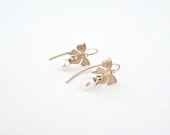 Gold Butterfly & Pearl Earrings Gold Earrings Butterfly Earrings Dangle Earrings Bridal Earrings Special Occasion Earrings Elegant Earrings