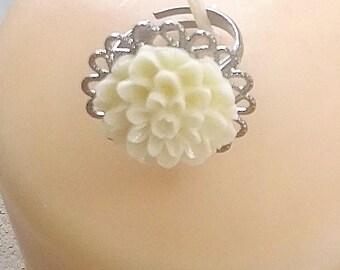 White Flower Ring - White Dahlia Ring - Gunmetal Filigree Ring - Adjustable Ring - Minimalist Jewelry - Simple Ring - Rustic - Vintage