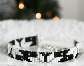 Bracelet poinsettia de Noël noir et blanc en perles Miyuki - Once Upon a Fantasy Hiver 2017