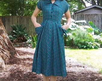 1940s green, white, + black plaid shirtdress with pockets // xs or sm
