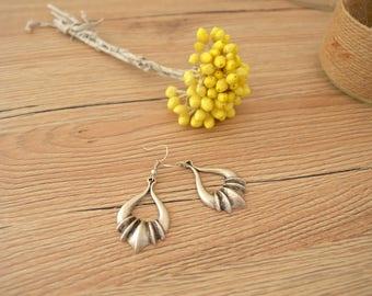 Antique silver dangling hollow teardrop earrings, Silver dangle paws style earrings, bohemian tribal ethnic Turkish Greek style earrings