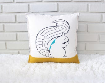 Squirrel Pillow / Woodland Decorative Pillow / Woodland Child's Room / Woodland Decor / Embroidery Art