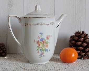 Porcelain coffee pot, from the 40s. SAINT AMAND. France.
