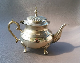Elegant Silverware Tea Pot with Hinged Lid and Swan Style Pouring Spout